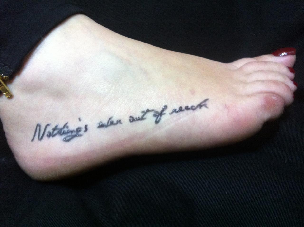 tatouage dessus de pied